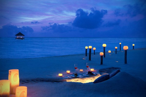 Romantic dinner at Maldives | www.exoprivate.com
